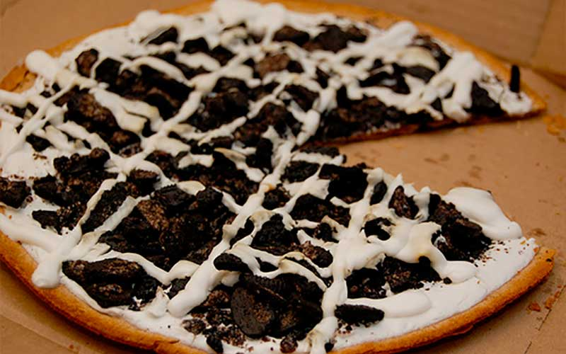 Oreo Cookie dough-pizza